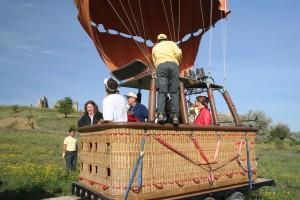 026 Ruth in landing balloon on trailer 2 Kapadokya May07 comp
